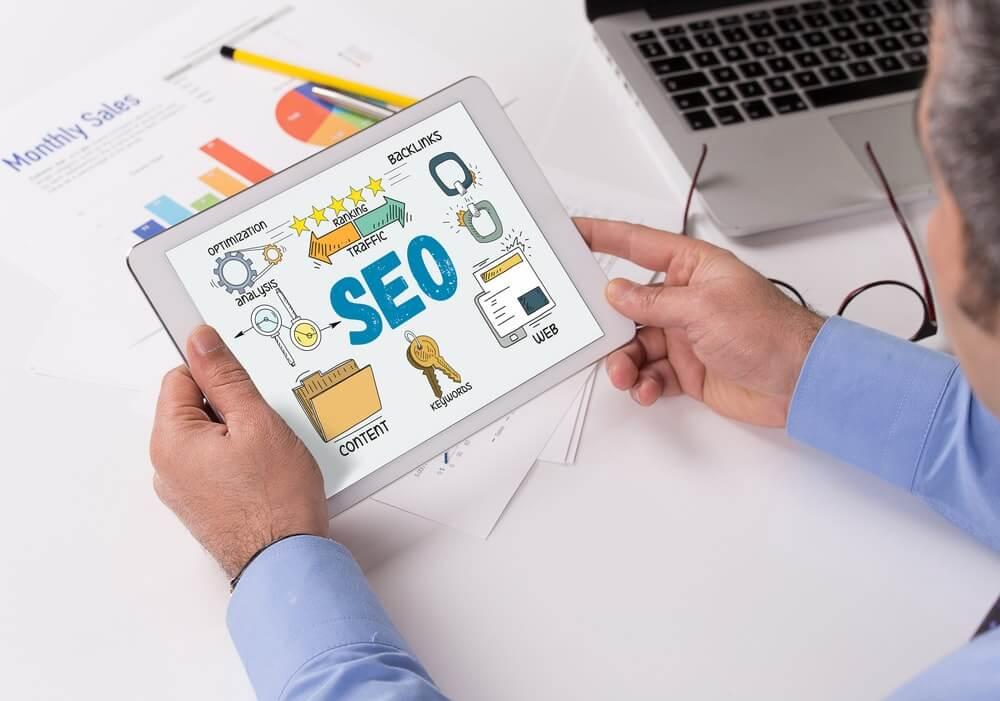Como fazer uma análise de SEO e identificar pontos de melhoria no site?