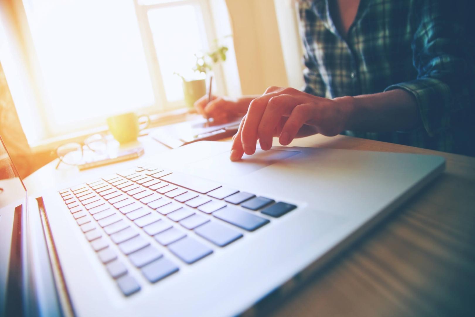 Saiba como criar sites, blogs e lojas virtuais para vender como um negócio próprio